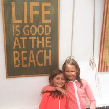 Life is good at the beach, instagram Petit Crabe, Etoile Zipper sun protective rash guards for kids